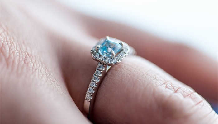 Difference Between Cubic Zirconia and Diamond