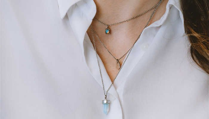 What Type of Necklace to Wear With Different Necklines