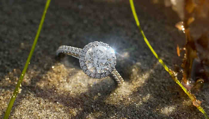Do Diamonds Look Better in White or Yellow Gold?