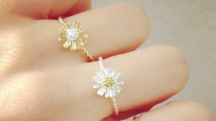 Engagement & Wedding Rings That Look Like Flowers