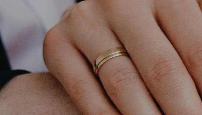 What is the Average weight of Gold Wedding Band