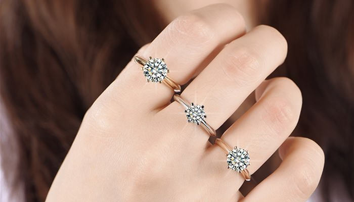 Tips for Wearing Diamonds in the Daytime