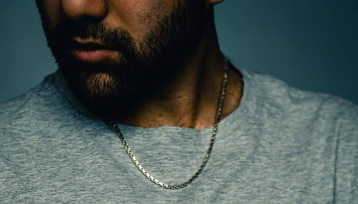 why do some guys wear necklaces