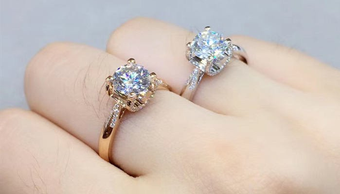 Should I Get a White Gold or Yellow Gold Engagement Ring
