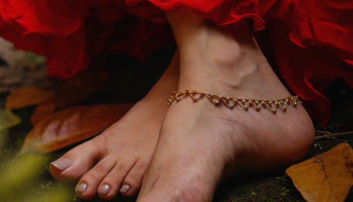 Can You Wear Anklets on Both Ankles
