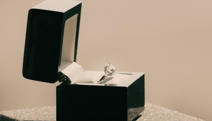 Can You Haggle Engagement Ring Prices?(Actionable Tips)