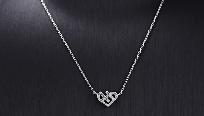 Selecting A Silver Necklace As A Gift Of Love