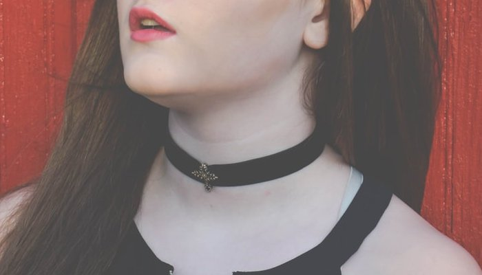 Are Chokers Still In Style