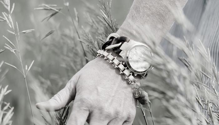 Bracelets_go_well_with_Watch