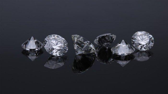 Buying Diamonds Online Vs. Retail