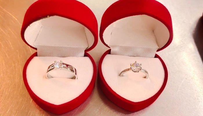 Correct Way To Wear Your Wedding Rings