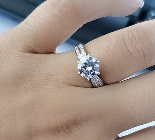What Your Engagement Ring Says About Him