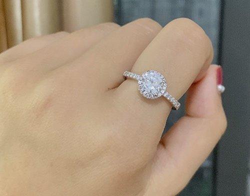 Do Jewelry Stores Sell Fake Diamonds