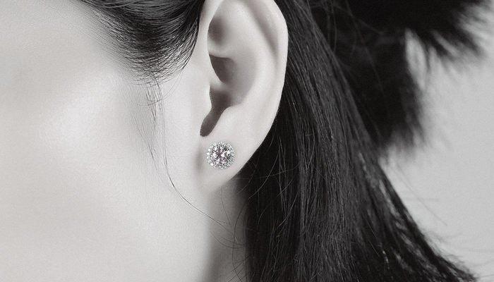 Is White Gold Good for Sensitive Ears