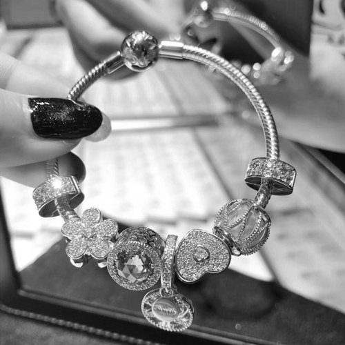 What is the Meaning of Giving a Bracelet to a Girl