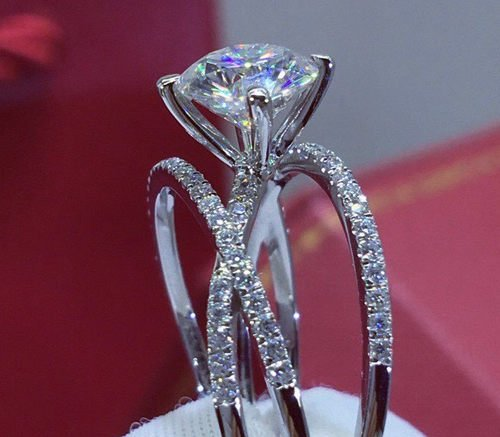 Why Small Engagement Rings Are Better