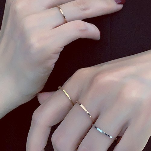 Can I Wear A Silver Ring Next To A Gold Ring