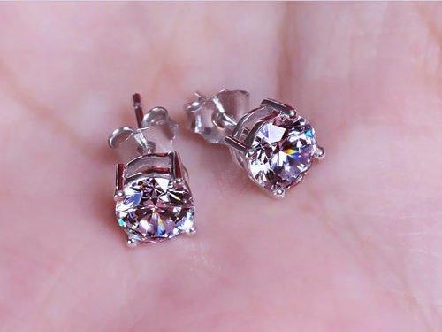 Benefits of Wearing Diamond Earrings