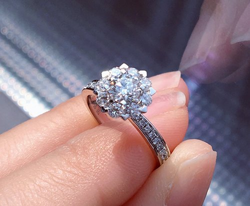 https://www.afashionblog.com/category/diamond-rings/
