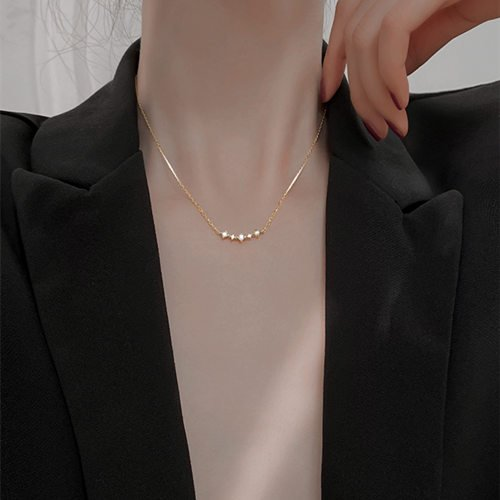 Can You Wear Jewelry To A Job Interview