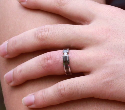 Can A Guy Wear A Promise Ring?
