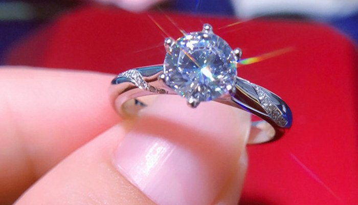 How To Make A Fake Diamond Ring Look Real