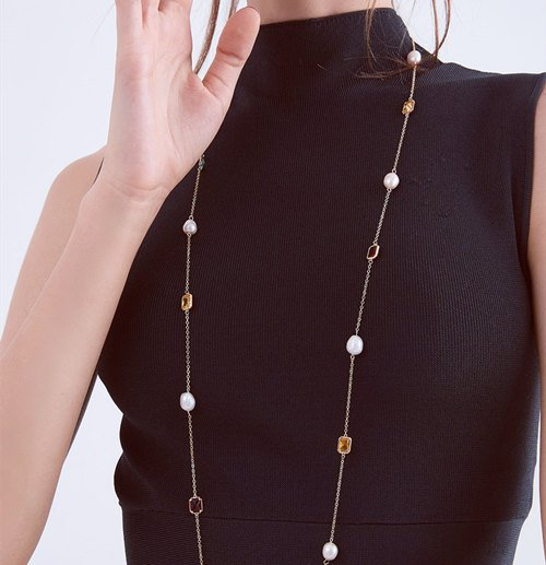 How to Wear Long Beaded Necklaces