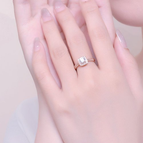 Should Engagement Ring Be the Same Size As Wedding Band
