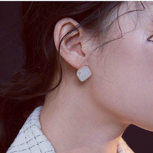 Girl Ear Piercings – Left or Right