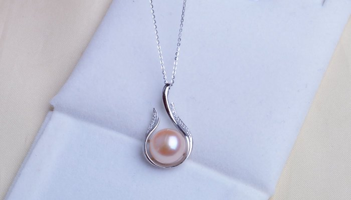 15 Different Types Of Necklace Pendants with Pictures