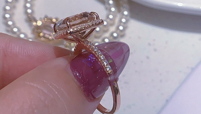 What does jewelry mean in a dream