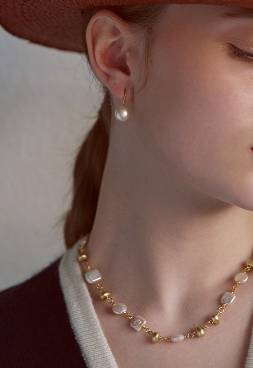 What Does It Mean When A Woman Wears Pearls