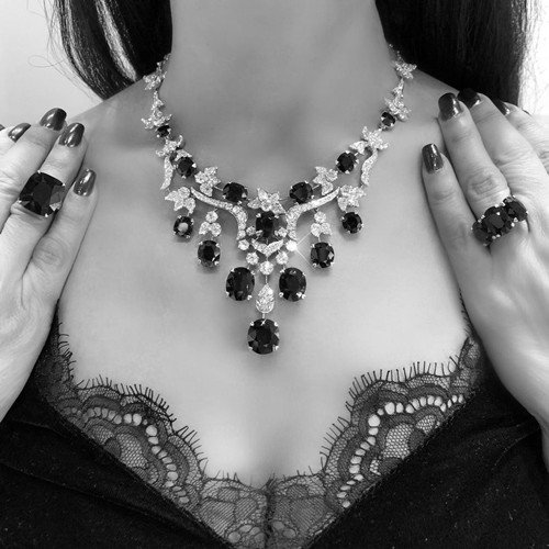 What Kind Of Jewelry Goes With Off The Shoulder Dress