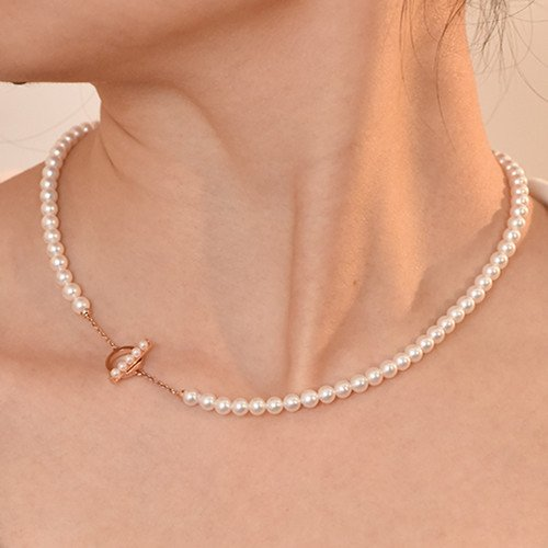 Why Do People Wear Pearl Necklaces
